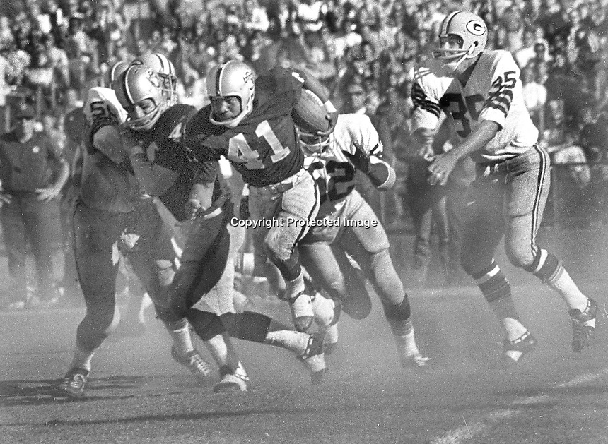 Oakland Raiders #41 Alvin Wyatt running against the Green Bay Packers in pre-season game 1970. (photo by Ron Riesterer)