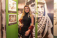 """SÃO PAULO, SP, 28.08.2019 - CHAVES-UM TRIBUTO MUSICAL -   Beca Milano, apresentadora durante o espetáculo """"Chaves, um tributo musical"""" na noite desta quarta-feira, 28, no Teatro Opus em São Paulo. (Foto: Anderson Lira\Brazil Photo Press)"""