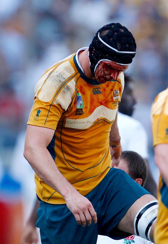 Photo: Richard Lane/Richard Lane Photography..Australia v England. Quarter Final, IRB Rugby World Cup, RWC 2007. 06/10/2007. .Australia's Dan Vickerman with a blood injury to his face.