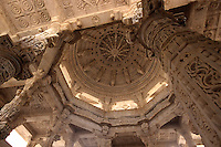 Indien, Rajasthan, Ranakpur, Chaumuk Jain Tempel aus dem 15. Jh