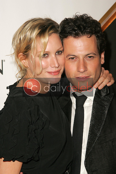 Alice Evans and Ioan Gruffudd<br />at the Third Annual Entertainment Weekly Pre-Emmy Party. Cabana Club, Hollywood, CA. 09-17-05<br />Dave Edwards/DailyCeleb.Com 818-249-4998