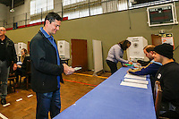 CURITIBA, PR, 02.10.2016 – ELEIÇÃO-PR – O juiz Federal Sergio Moro, durante votação na sociedade Beneficente Duque de Caxias no bairro Bacacheri, em Curitiba na manhã deste domingo (02). (Foto: Paulo Lisboa/Brazil Photo Press )