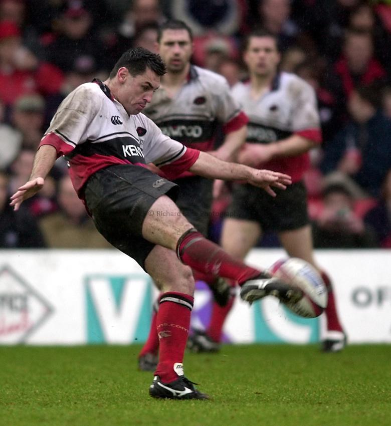 Photo. Richard Lane. .Zurich Premier League. .Saracens v London Irish. 10/3/2001.Duncan McRae clears.