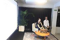 Os jornalistas Pierre Olivier Jay e Marion Briswater, apresentam na Aliança Francesa, em Belém, a revista Une Saison en Guyane,  a única integralmente de língua francesa na América Latina.<br /> A publicação aborda temas  culturais, socioambientais, históricos, geográficos e turísticos.<br /> ©Paulo Santos