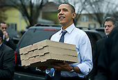 United States President Barack Obama carries boxes of pizza after visiting Del Ray Pizzaria in Alexandria, Virginia on Wednesday, December 21, 2011. .Credit: Kevin Dietsch / Pool via CNP