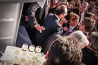 Voyage d'Etat de François Hollande, président de la République française en Algérie. Réception de la communauté française à la Résidence des Oliviers, résidence de l'Ambassadeur de France. Mercredi 19 décembre 2012 - 2012©Jean-Claude Coutausse / french-politics pour Le Monde
