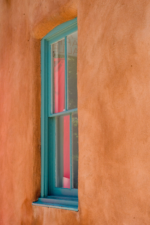 A gallery window in the Canyo Road gallery district of Santa Fe, N.M., Thursday, July 19, 2007. Long a city distinctive for it's particular -- and invented -- architectural and artistic style, Santa Fe is broadening its visual scope. (Kevin Moloney for the New York Times)