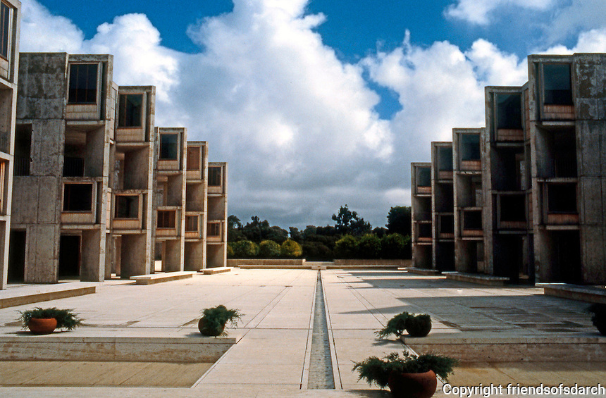 Louis I. Kahn: Salk Institute, La Jolla 1965. Court. Photo 2004.