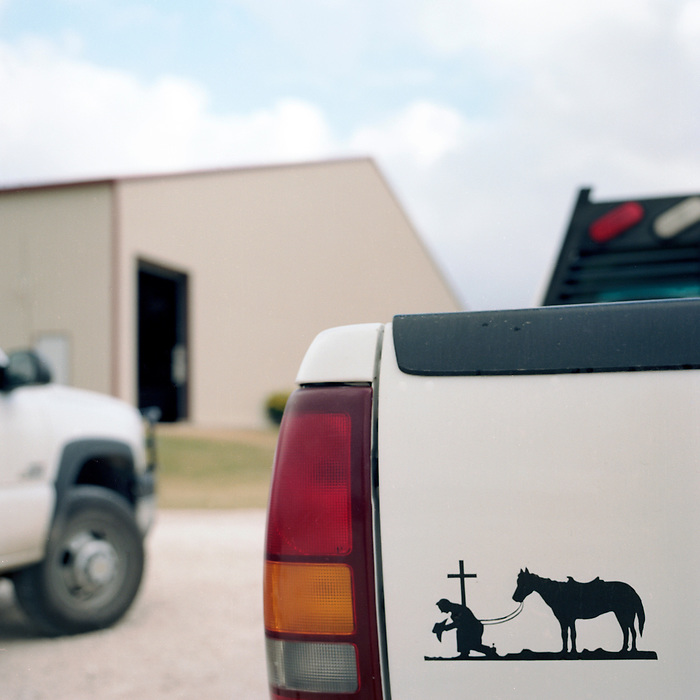 Cowboy Church. Texas, USA. 2007. The emblem of the Cowboy Church on the back of a pick-up truck.