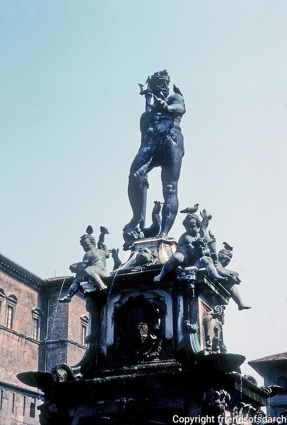Italy: Bologna--Neptune's Fountain. Photo '83.