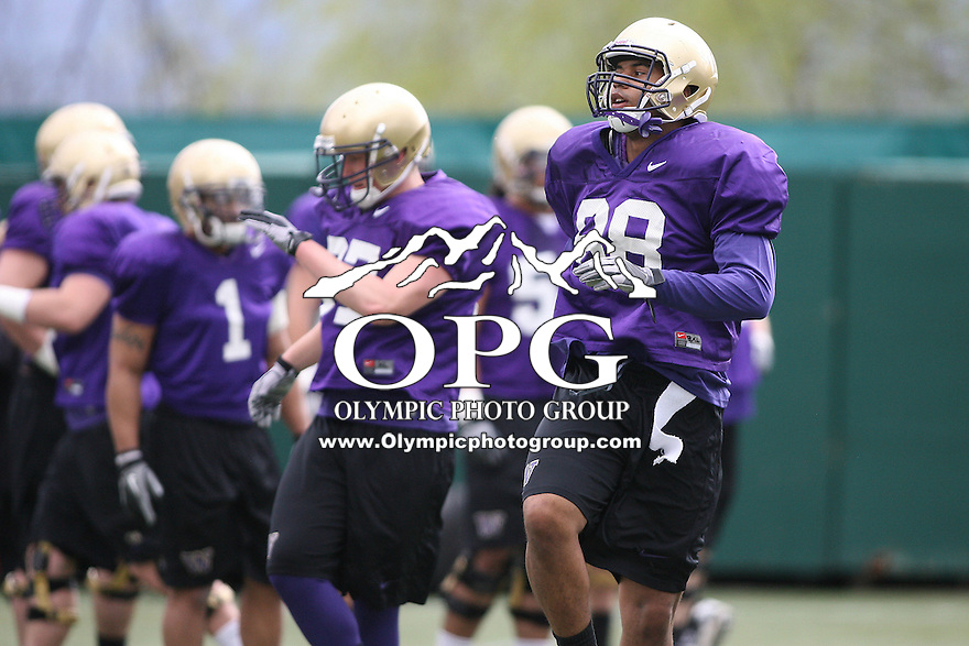Apr 02, 2011: Gig Harbor Grad #88 Austin Seferian-Jenkins warms up during  spring practice at Husky Stadium in Seattle, Washington........