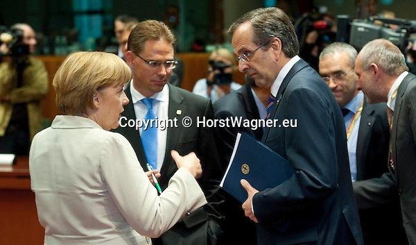 Brussels-Belgium - June 27, 2013 -- European Council, EU-summit, meeting of Heads of State / Government; here, Angela MERKEL (le), Federal Chancellor of Germany, with Jyrki KATAINEN (ce), Prime Minister of Finland, and Antonis SAMARAS (ri), Prime Minister of Greece -- Photo: © HorstWagner.eu