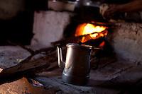 Diamantina_MG, Brasil...Detalhe da preparacao de cafe em fogao a lenha em Diamantina, Minas Gerais...Coffee preparation on firewoodstove in Diamantina, Minas Gerais...Foto: LEO DRUMOND / NITRO