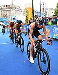 06.07.2019,  Innenstadt, Hamburg, GER, Hamburg Wasser World Triathlon, Elite Mainner, im Bild die Triathleten auf dem Fahrrad auf dem Rathausmarkt Foto © nordphoto / Witke *** Local Caption ***