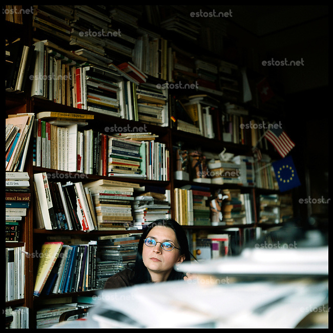 """ROMANIA, Bucharest, 10.05..Born in 1965, Simona Popescu is qualified of the faculty of literature of Bucharest. Main specialist of the surrealist writer Gellu Naum, poet, essayist, she has published among others Exuvii, a novel borrowing from """"philosophy of memory"""". She works now to write her new novel..© Bruno Cogez / ostphoto"""