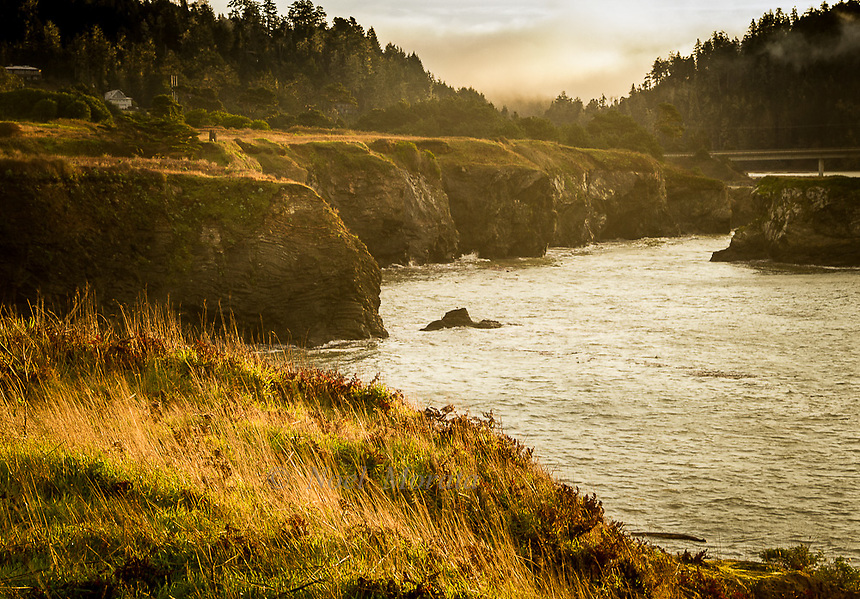 Mendocino images of the town, bayfront and coastal areas, ocean scenery, street scenes and countryside.