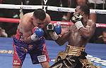 Adrien Broner derrotó a Adrián Granados por decisión dividida en el Cintas Center de la ciudad de Cincinnati.