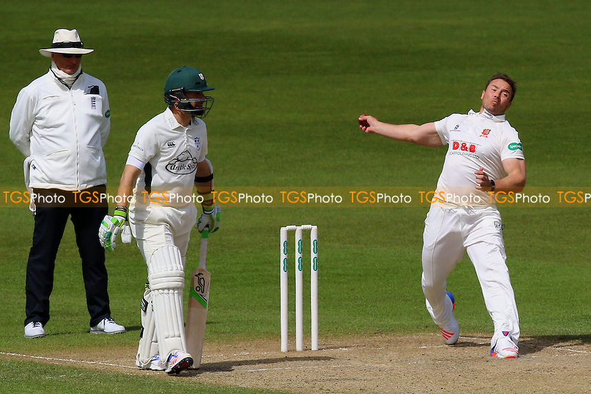 Graham Napier in bowling action for Essex during Worcestershire CCC vs Essex CCC, Specsavers County Championship Division 2 Cricket at New Road on 3rd May 2016