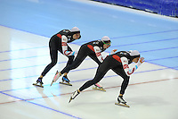 SCHAATSEN: HEERENVEEN: IJsstadion Thialf, 18-11-2012, Essent ISU World Cup, Season 2012-2013, Ladies Team Pursuit, Heather Richardson, Jilleanne Rookard, Brittany Bowe (USA), ©foto Martin de Jong