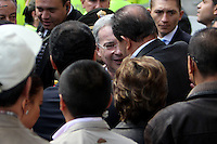 BOGOTÁ -COLOMBIA. 09-03-2014. Álvaro Uribe Vélez, expresidente de Colombia, se saluda con Angelino Garzón, Vice presidente de Colombia, después de ejercer su derecho al voto durante las elecciones parlamentarias en Bogotá, Colombia, hoy 9 de marzo de 2014. Los colombianos elegirán por voto directo en las urnas 102 nuevos miembros del Senado de la República, 166 representantes a la Cámara de Representantes y 5 representantes al Parlamento Andino./ Alvaro Uribe Velez, former President of Colombia, greets to Angelino Garzon, Colombian Vice president, after exerting his right to vote in the parliamentary elections in Bogota, Colombia, today March 9, 2014. Colombians will elect by direct vote at the polls 102 new members of the Senate, 166 representatives to the House of Representatives and five representatives to the Andean Parliament. Photo: VizzorImage/ Nestor Silva / Cont