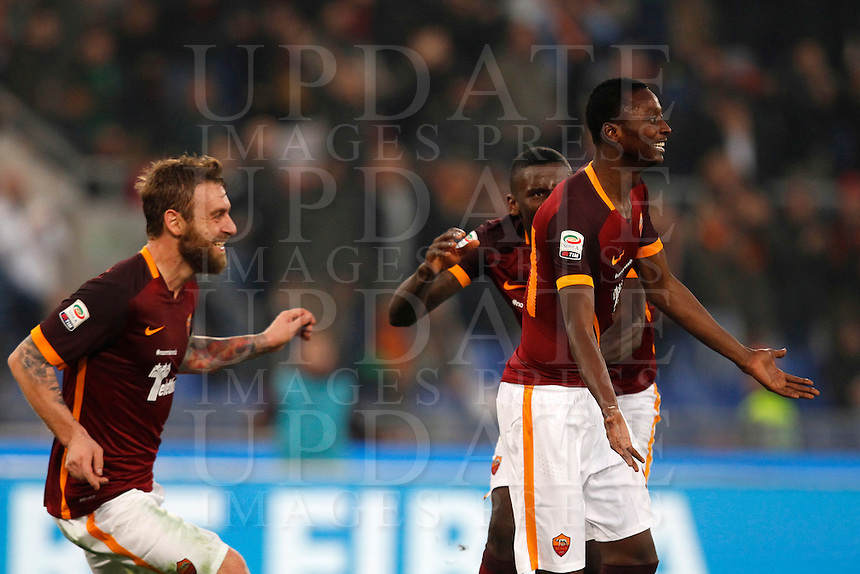 Calcio, Serie A: Roma vs Genoa. Roma, stadio Olimpico, 20 December 2015.<br /> Roma&rsquo;s Umar Sadiq, right, celebrates with teammates Daniele De Rossi, left, and Antonio Ruediger after scoring during the Italian Serie A football match between Roma and Genoa at Rome's Olympic stadium, 20 December 2015.<br /> UPDATE IMAGES PRESS/Riccardo De Luca
