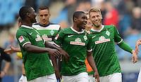 FUSSBALL   1. BUNDESLIGA   SAISON 2013/2014   6. SPIELTAG Hamburger SV - SV Werder Bremen                       21.09.2013 Assani Lukimya, Cedrick Makiadi und Aaron Hunt (v.l., alle SV Werder Bremen) jubeln nach dem Abpfiff