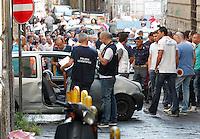i rilievi della polizia scientifica sul corpo di Pasquale Ceraso ucciso in un agguato  nella sua auto tra vico Purita  e discesa sanita a Napoli