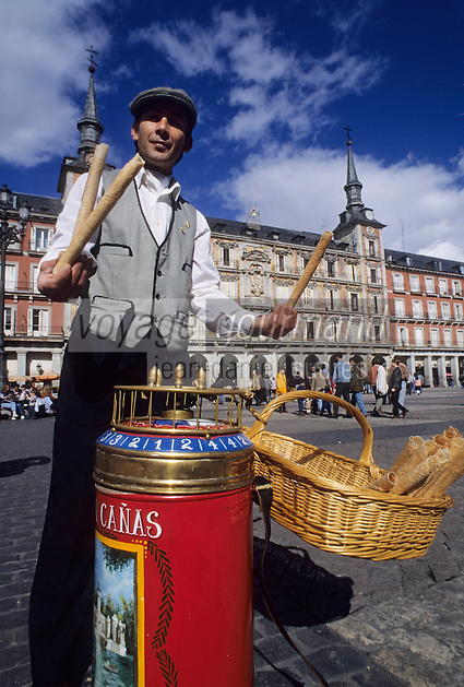 Europe/Espagne/Castille/Madrid : Plaza Mayor - Marchand de gaufrettes
