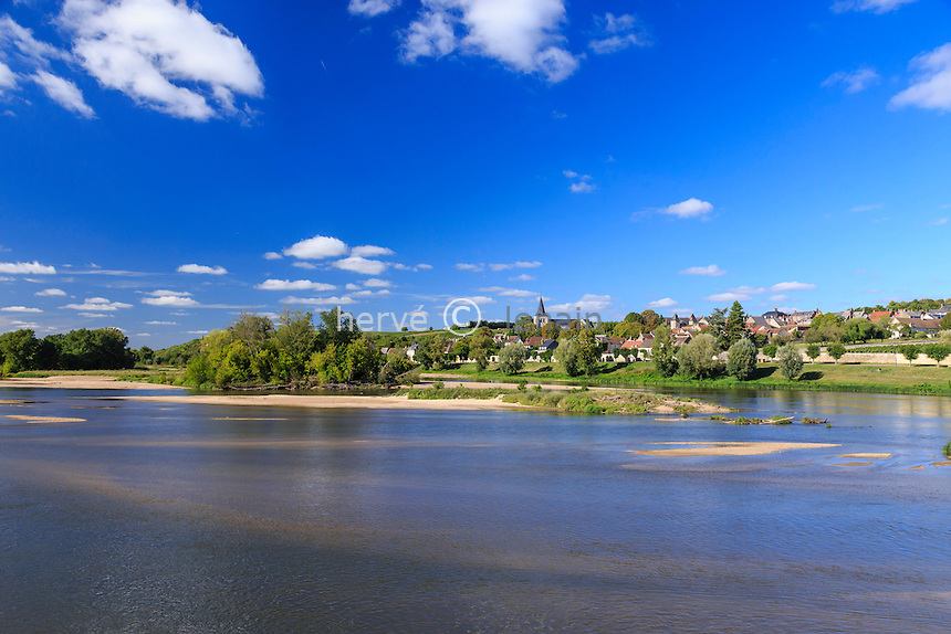France, Nièvre (58), Pouilly-sur-Loire, le village et la Loire // France, Nievre, Pouilly sur Loire, the village and the Loire