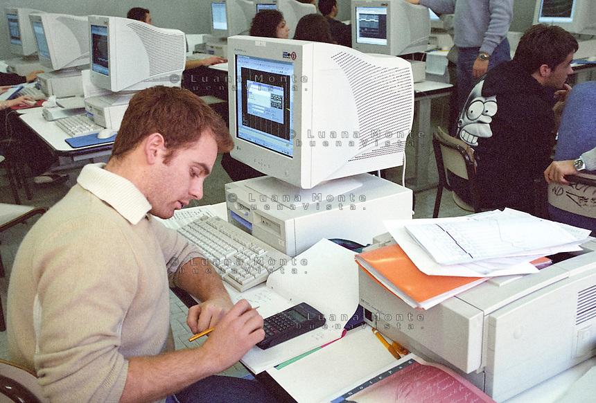 Istituto d'istruzione Superiore Cattaneo, scuola media superiore. Milano, 1 febbraio, 2003<br /> High School classroom, Milan, february 1, 2003