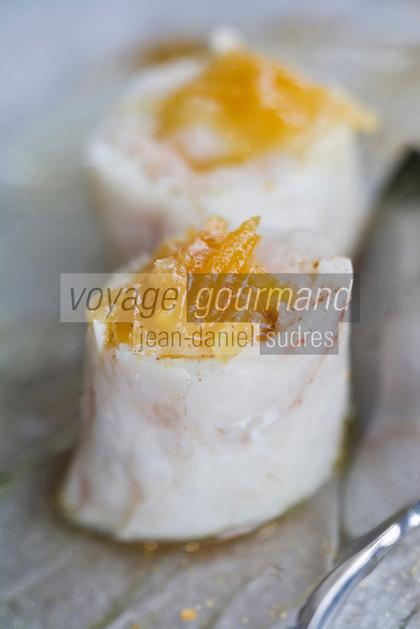 Europe/France/Bretagne/29/Finistère/Nevez: Mi cuit de langoustine en feuille de  bar, algue et citron confit recette de Patrick Le Guen  de l' Hôtel-restaurant  Ar Men Du,  Raguenez Plage