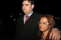 SAO PAULO, SP, 17 DE SETEMBRO DE 2013 -  CASO BIANCA CONSOLI. 31 anos foi a pena dada ao motoboy Sandro Dota (42), acusado de estuprar e matar a ex-cunhada, Bianca Consoli, quando ela tinha 19 anos, em 2011, pela Juíza Dra. Fernanda Afonso de Almeida proferiu a sentença, sendo 23 pelo assassinato e 08 pelo estupro, no Fórum Criminal Ministro Mário Guimarães – Barra Funda – zona oeste da Capital. Na foto Dr Cristiano Medina sai abraçado com a mãe de Bianca, Marta Consoli.FOTO: MAURICIO CAMARGO / BRAZIL PHOTO PRESS