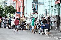 SÃO PAULO,SP, 29.04.2015 - A prefeitura de São Paulo (SP) faz ação na cracolândia, em frente à praça Júlio Prestes no bairro da Luz no centro da cidade, para retirada de barracos na esquina das ruas Helvétia e Cleveland. Houve confusão e revolta entre os frequentadores do local e a imprensa chegou a ser hostilizada. (Foto: Amauri Nehn/Brazil Photo Press)