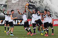 SAO PAULO, SP, 07 JUNHO DE 2013 - TREINO DO CORINTHIANS - jogadorees do Corinthians durante treino na tarde desta sexta-feira, 07 no CT Joaquim Grava regiao leste da cidade de Sao Paulo. FOTO: VANESSA CARVALHO - BRAZIL PHOTO PRESS.