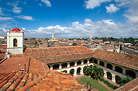Blick vom alten Hospital in Camagüey an der Plaza San Juan de Dios, Cuba