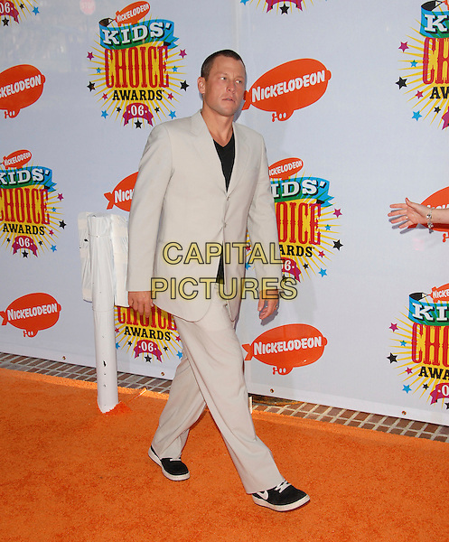 LANCE ARMSTRONG.Arrivals at The Nickelodeon's 19th Annual Kids' Choice Awards held at UCLA's Pauley Pavilion in Westwood, California, USA, April 1st 2006..full length.Ref: DVS.www.capitalpictures.com.sales@capitalpictures.com.©Debbie VanStory/Capital Pictures