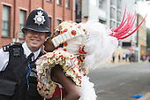 London, UK. 29 August 2016. A Samba Dancer from the Paraiso School of Samba kisses a Police Officer. The Notting Hill Carnival, one of Europe's largest street festivals, takes place in Notting Hill, London. In 2016, the Notting Hill Carnival celebrates its 50th anniversary.