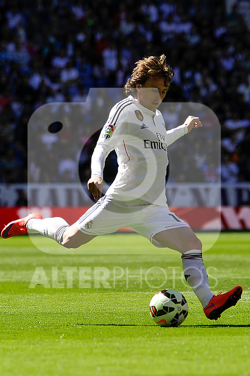 Real Madrid´s Luka Modric during 2014-15 La Liga match between Real Madrid and Granada at Santiago Bernabeu stadium in Madrid, Spain. April 05, 2015. (ALTERPHOTOS/Luis Fernandez)