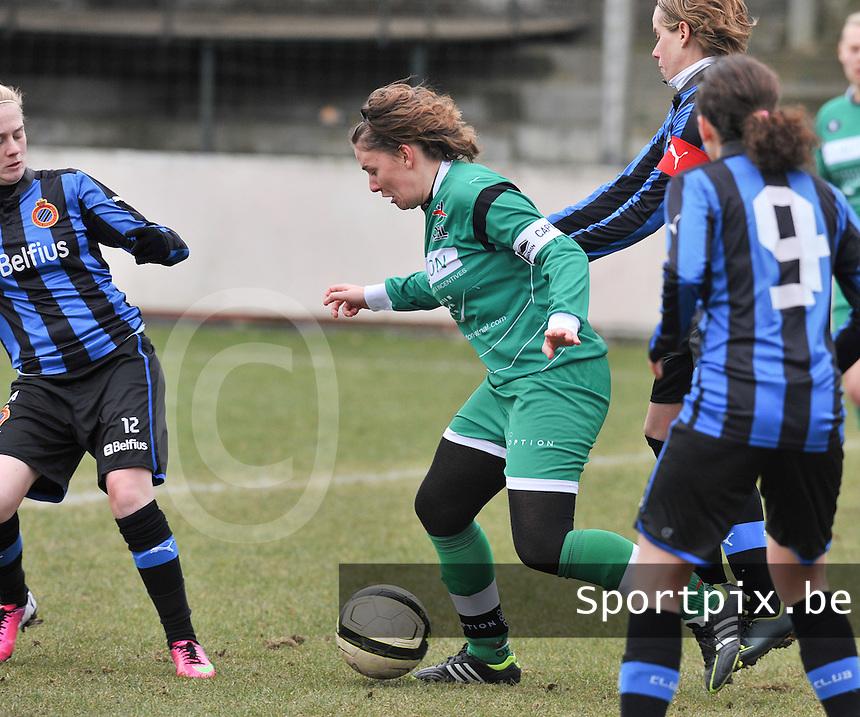 Club Brugge Dames - OHL Oud Heverlee Leuven : Anneleen Segers omsingeld.foto DAVID CATRY / Vrouwenteam.be