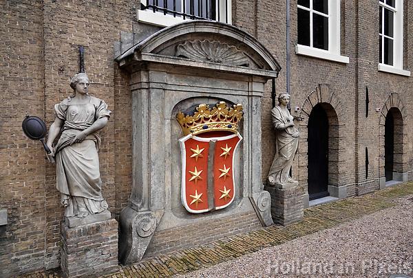 Nederland - Gouda - December 2018.  Het Wapen van Gouda bij Museum Gouda.    Foto Berlinda van Dam