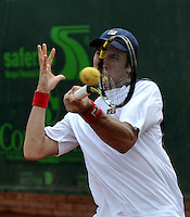 BOGOTA - COLOMBIA -07 -11-2013: Facundo Bagnis, tenista de Argentina  devuelve la bola a Guido Pella, tenista de Argentina, durante partido de la segunda ronda del Seguros Bolivar Open en el Club Campestre el Rancho de la ciudad de Bogota. / Facundo Bagnis, Argentina tennis player returns the ball to Guido Pella, Argentina tennis player during a match for the second round of the Seguros Bolivar Open in the Club Campestre El Rancho in Bogota city.Photo: VizzorImage  / Luis Ramirez / Staff.