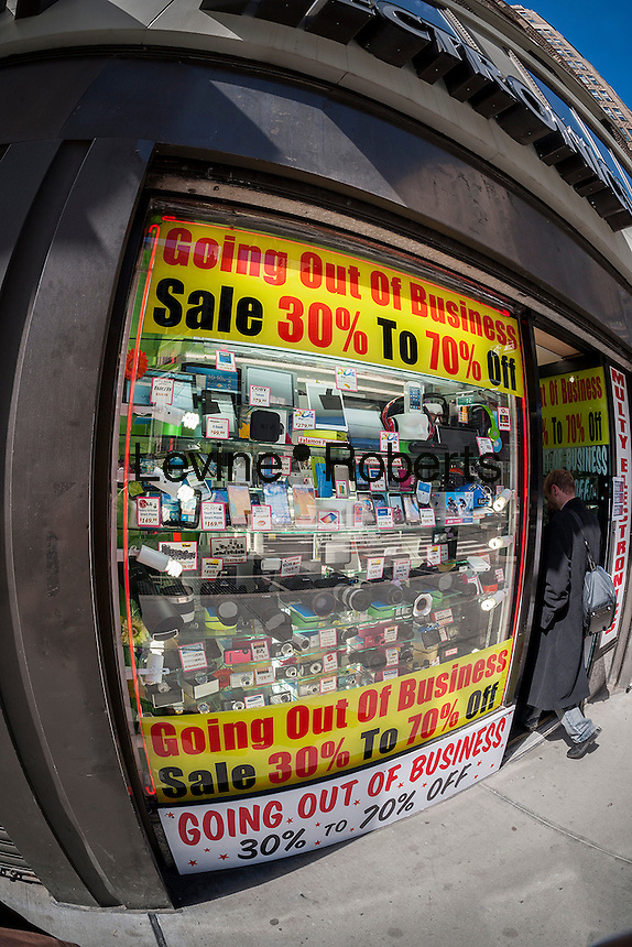 An electronics store on Sixth Avenue in Midtown Manhattan in New York on Sunday, March 22, 2015 dramatically announces that it is soon going out of business. (© Richard B. Levine)