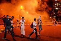 RIO DE JANEIRO, RJ, 17 DE JUNHO DE 2013 -MANIFESTAÇÃO NO CENTRO DO RIO DE JANEIRO- Milhares de manifestantes ocupam o centro do Rio de Janeiro em protesto contra aumento da passagem e o governo, na noite desta segunda-feira, 17 de junho, no centro do Rio de Janeiro.FOTO:MARCELO FONSECA/BRAZIL PHOTO PRESS