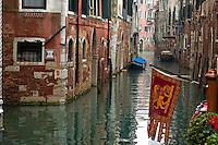 Un petit canal (Venise, Octobre 2006)