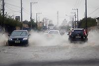 SÃO PAULO,SP,01 JULHO 2013 - CHUVA - A chuva que cai durante todo o dia de hoje deixou um ponto de alagamento transitavel na Rua Costa Barros na Vila Alpina zona leste.FOTO ALE VIANNA/BRAZIL PHOTO PRESS.
