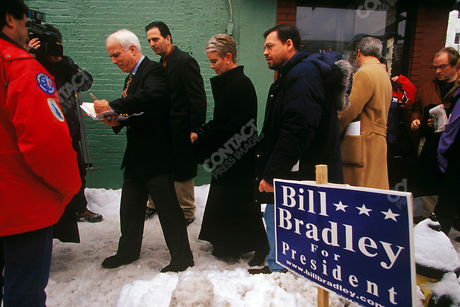 Senator John McCain (R-Arizona), Repubican presidential candidate, campaigning before the primary. Manchester, New Hampshire, USA, January 2000