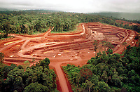 Mina de Ouro do Igarapé Bahia explorada pela CVRD-Companhia Vale do Rio Doce em Carajás no sul do Pará- Brasil.<br />©Foto: Paulo Santos/Interfoto.<br />1998<br />Negativo Cor 135 Nº 6223 T4 F17 Mina de ouro do igarapé Bahia