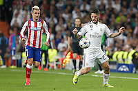 Real Madrid's Spanish midfielder Isco and tletico Madrid´s French forward Antoine Griezmann
