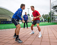 Moscow, Russia, 14 th July, 2016, Tennis,  Davis Cup Russia-Netherlands, Dutch team practise, Wesley Koolhof (R) and Tim van Rijthoven  warming up with fysio Edwin Visser (M)<br /> Photo: Henk Koster/tennisimages.com