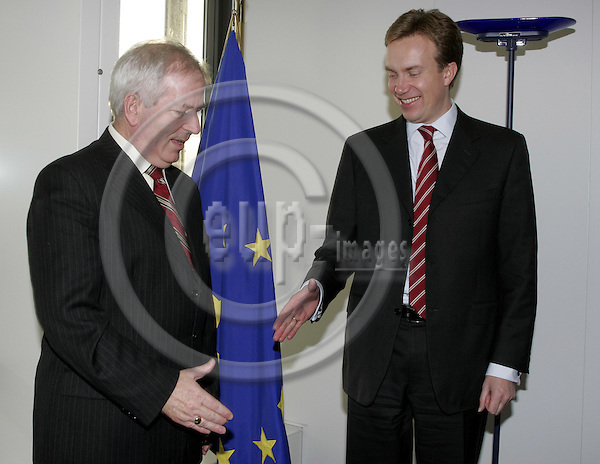 BRUSSELS - BELGIUM - 08 DECMBER 2004 --Børge BRENDE (R), the Norwegian Minister of Trade and Industry meeting with Charlie McCREEVY, EU-Commissioner  Internal Market and Services. --  PHOTO: JUHA ROININEN / EUP-IMAGES